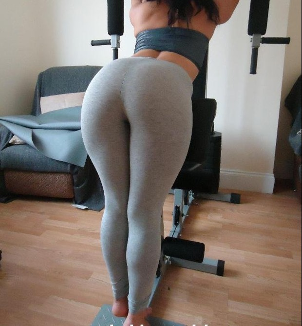 sporty babe ready to fuck in yoga pants